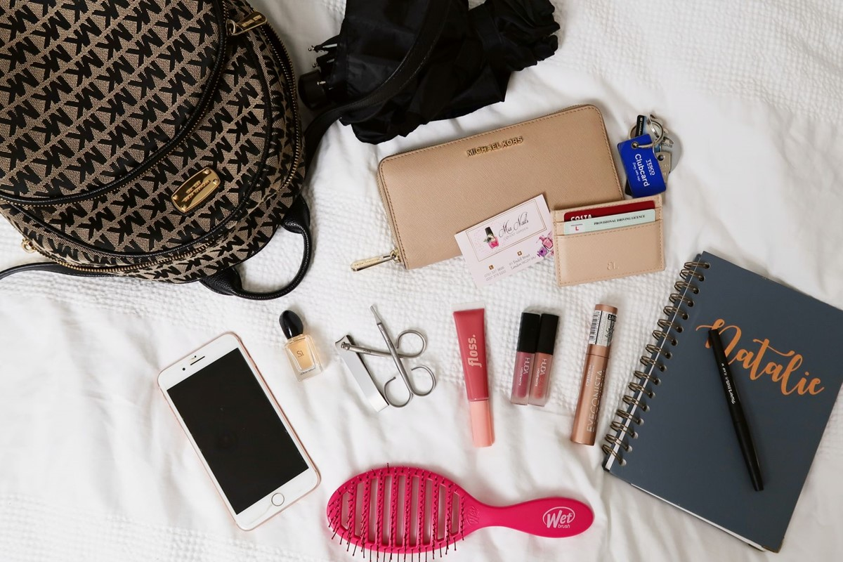 "Lifestyle-Blog UP YOUR VLOG aus London hat uns in ihrer ""What's in my handbag"" Spring Edition aufgelistet"